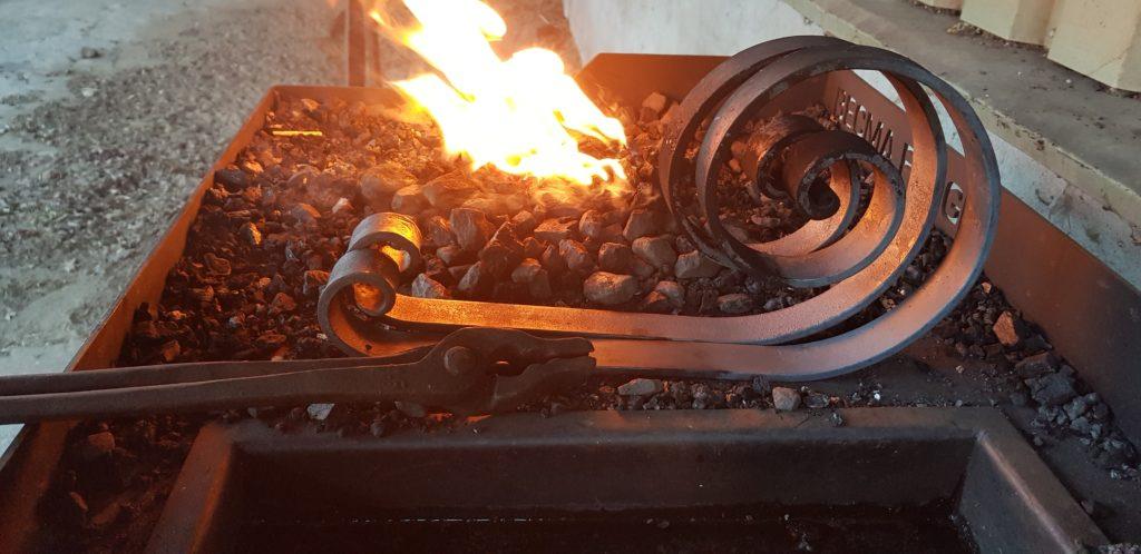 krullen bij het vuur
